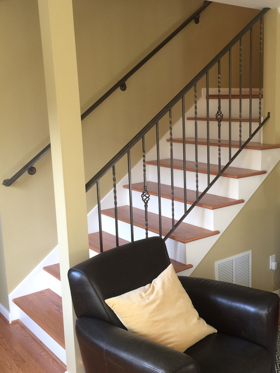Traditional Handrail and Guardrail for Interior Stairs - Featured Image